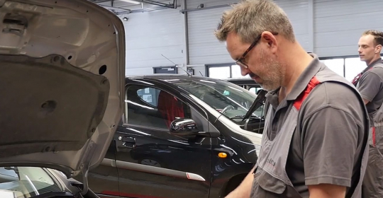 [Video] Veilig op weg met de Auto Traa zomercheck