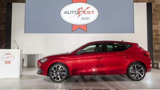 """SEAT Leon ontvangt """"Best Buy Car of Europe 2021"""" trofee tijdens de AUTOBEST Gala Awards"""